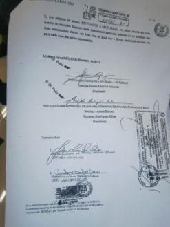 Documentos apresentados durante a roda de imprensa pelo Prefeito Ruy Muniz