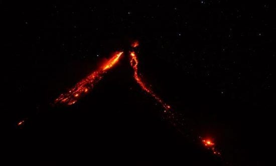 Vulcão Fuego intensifica as atividades.