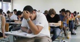 A carga horária do jovem aprendiz deve ser de, no máximo, 6h, e os aprendizes que não tiverem concluído o ensino médio devem ter uma rotina que não interfira na frequência escolar