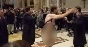 Europa - Brasileiro é detido no Vaticano após entrar nu na Basílica de São Pedro
