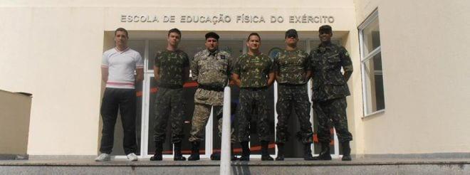 Alexandre Gerken (terceiro da esq. para a dir.) colocou vasta experiência a serviço do Exército Brasileiro