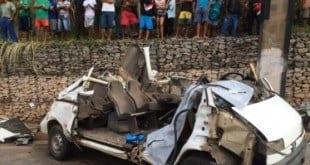 MG - Acidente entre caminhão e van deixa dois mortos