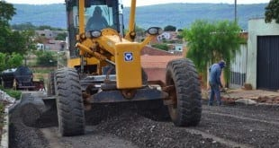 Prefeito garante que moradores da zona rural e urbana não serão privados do benefício do asfalto