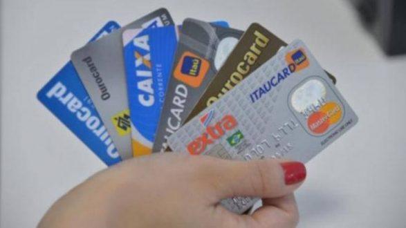 Juros do cartão de crédito sobem e são os mais altos em 4 anos