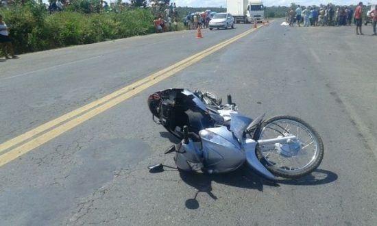 Norte de Minas - Acidente entre motocicleta e táxi deixa uma pessoa morta em Mirabela