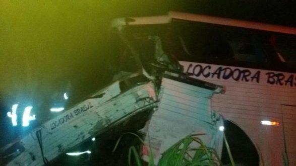 Norte de Minas - Acidente com ônibus mata um e fere 22 em Jequitaí