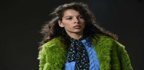 Uma modelo apresenta uma criação de Michael Kors, em Nova York