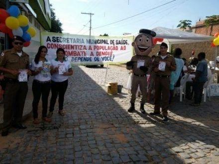 Norte de Minas - PM e secretaria de saúde promovem ação de combate à dengue em Ubaí