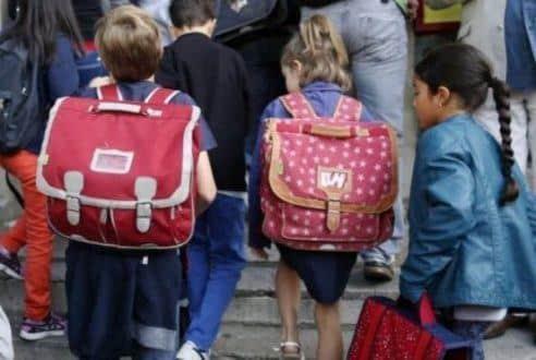 Saúde - Peso da mochila não deve ultrapassar 10% do peso das crianças