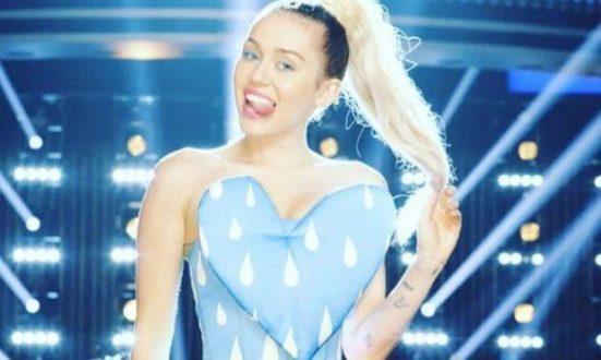 Além de Miley e Alicia Keys, também são jurados os cantores Adam Levine, do Maroon 5, e Blake Shelton