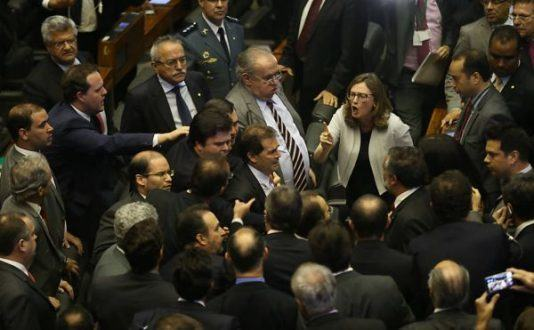 Câmara aprova chapa única com integrantes de comissão do impeachment