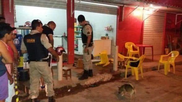 Norte de Minas - Pai e filho de 12 anos são baleados e mortos em Monte Azul