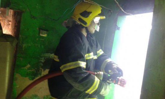 Norte de Minas - Casa pega fogo em Januária após criança acender isqueiro