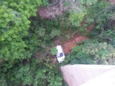 Montes Claros - Carro cai de uma altura de 50 metros na Ponte Branca