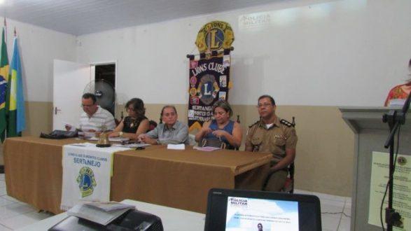 O comandante Edeeson Cruz, a defensora Maisa Rodrigues e os diretores do Lions - Foto: Felinto Vieira