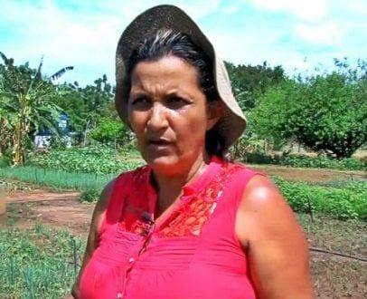 Ana Gomes comemora e diz que agora consegue manter sua casa (Foto: Divulgação/Emater-MG)
