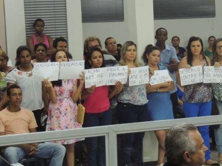 Norte de Minas - Atraso nos salários mobiliza servidores em Janaúba