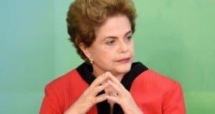 Dilma Rousseff vive desde dezembro sob a ameaça de um impeachment impulsionado pela oposição no Congresso, que acusa seu governo de ter maquiado as contas públicas em 2014, ano de sua reeleição.