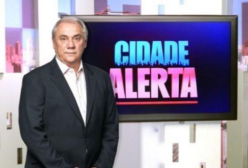 """Apresentador do """"Cidade Alerta"""", da Record, diz que está com """"chigunCUNHA"""" em momento de crise no Brasil; ele será substituído por Luiz Bacci"""