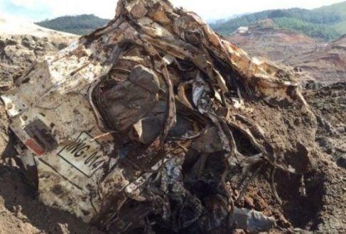 Vítima foi encontrada dentro da cabine de um caminhão, próximo à barragem de Fundão