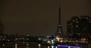 Europa - Torre Eiffel será iluminada com as cores da Bélgica após atentados
