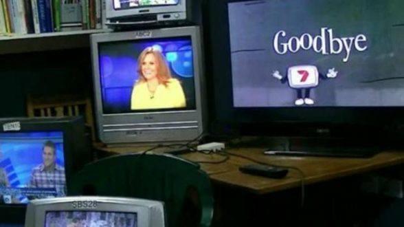 O fim da transmissão do sinal analógico de televisão pode deixar 15,1 milhões de domicílios em todo o País sem acesso à programação televisiva