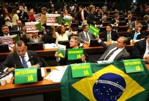 Em debate de 13 horas, 39 deputados defenderam o impeachment