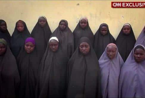 África - Boko Haram divulga imagens de 276 meninas 2 anos após de sequestro