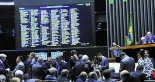 Dólar à vista cai e Bolsa sobe no mercado futuro após impeachment