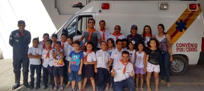 Montes Claros - Crianças visitam quartel do Corpo de Bombeiros