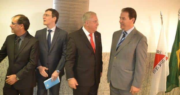 O desembargador Júlio Bernardo do Carmo e o prefeito Ruy Muniz