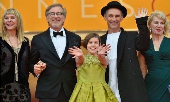 """Diretor, vencedor de 5 Oscars, regressa com um filme mágico que lembra """"E.T., o Extraterrestre"""""""