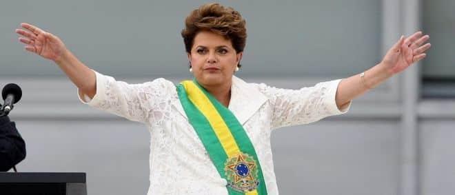 Dilma regula Marco Civil e acaba com WhatsApp e Facebook grátis no celular