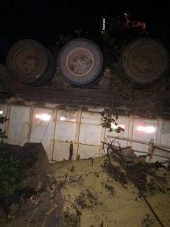 Norte de Minas - Caminhoneiro sofre acidente e morre ao desviar de buraco na BR-365 em Buritizeiro