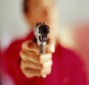 Norte de Minas - Três menores atiram contra um jovem de 21 anos em Porteirinha