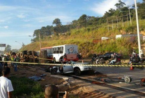MG - Acidente deixa um morto e seis feridos