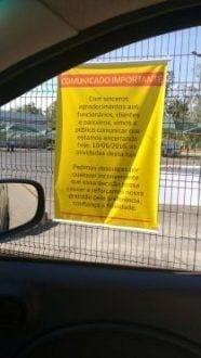 Cartaz onde se informa o fechamento da Loja.