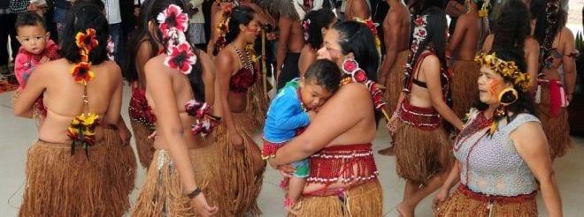 Índios Pataxós durante o lançamento do edital na Cidade Administrativa de Minas Gerais