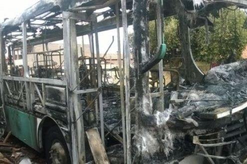 Montes Claros - Detentos ordenam incêndios em ônibus em retaliação à greve dos agentes penitenciários
