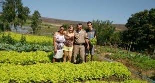 Norte de Minas - PMs fazem horta comunitária em quartel de Berizal para doar alimentos orgânicos a crianças carentes do município