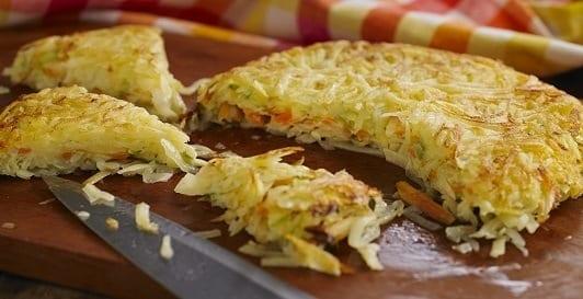 Batata rostie com recheio de vegetais e queijo branco