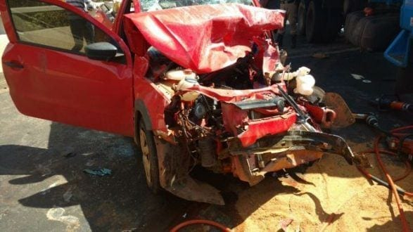 Montes Claros - Acidente entre carreta e carro deixa uma pessoa ferida na Ponte Branca