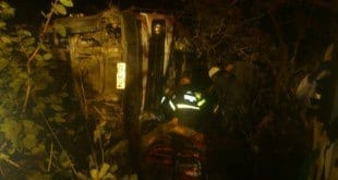 Norte de Minas - Caminhão tomba e motorista fica preso nas ferragens em Grão Mogol - Foto: Corpo de Bombeiros