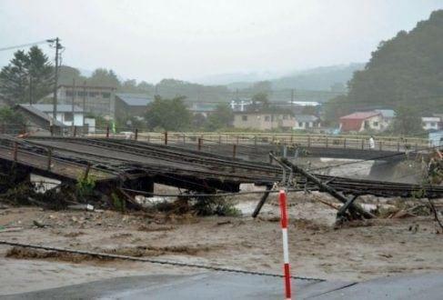 Ásia - Tufão Lionrock deixa 11 mortos no Japão