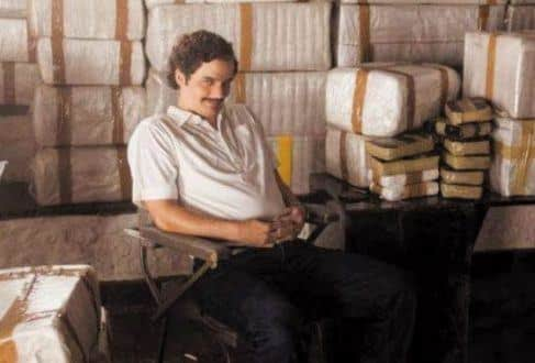 Há quem tenha comparado Escobar com o Capitão Nascimento, policial do Batalhão de Operações Policiais Especiais incorruptível, porém com uma inclinação à violência