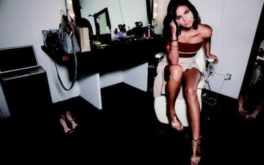 Bruna Marquezine chama atenção em foto tirada em ensaio sensual