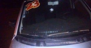 Veículo do prefeito foi atingido por tiros (Foto: Reprodução/WhatsApp)