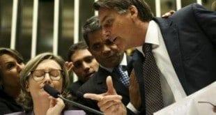 Jair Bolsonaro discute com a deputada Maria do Rosário durante sessão