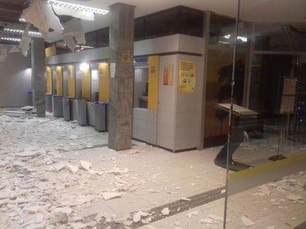 Norte de Minas - Bandidos explodem caixas de uma agência bancária em Monte Azul - Foto: Reprodução Internet