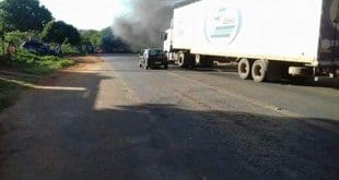 Norte de Minas - Manifestantes fecham rodovia que liga São João da Ponte a Varzelândia